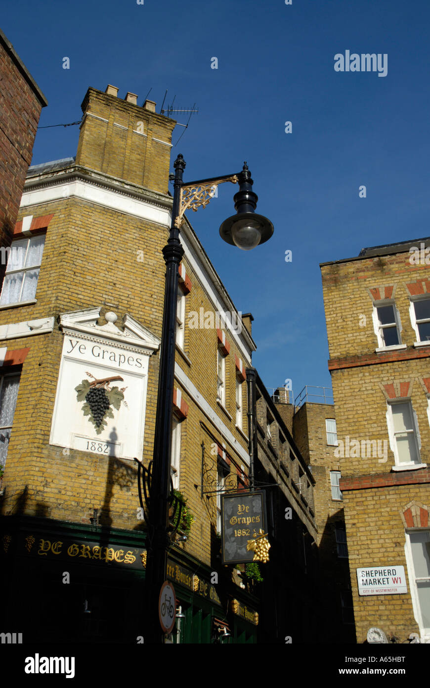 View of Shepherd Market and Ye Grapes pub in Mayfair London England - Stock Image
