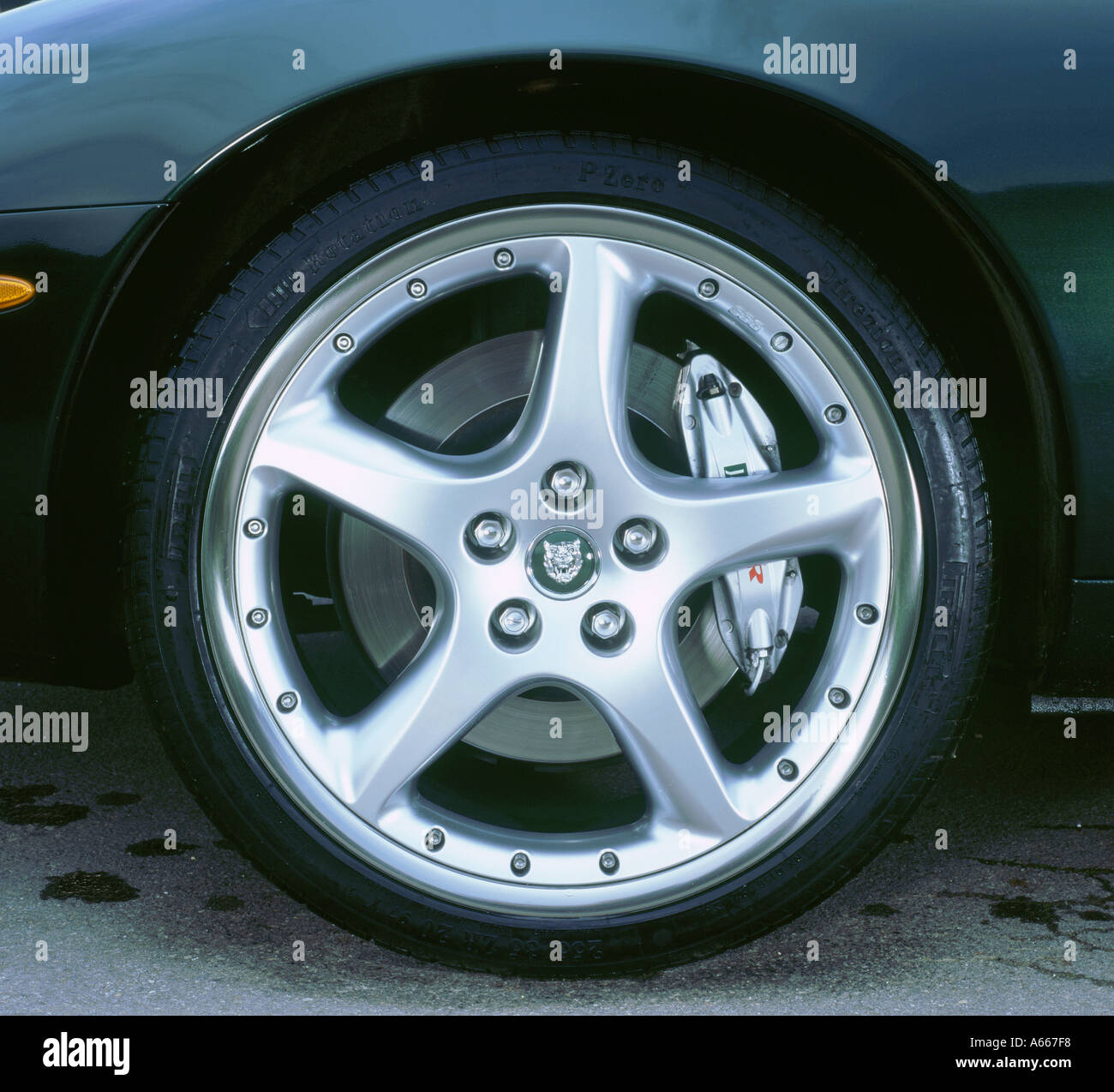 2002 Jaguar XKR convertible alloy wheel - Stock Image