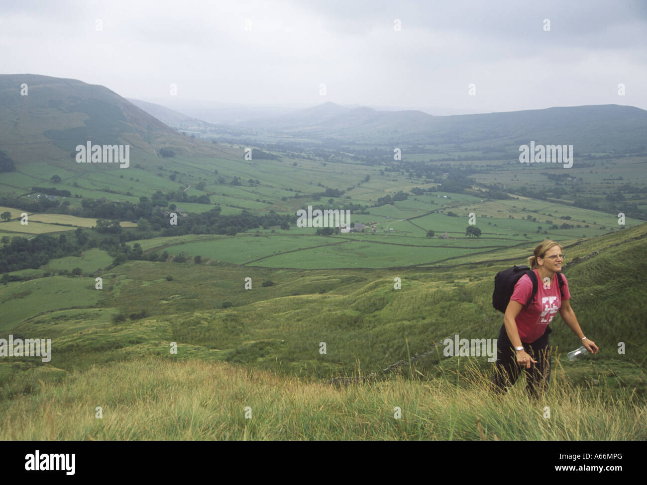 A Lone Woman in her Late Twenties Walking in the Hills Overlooking the Edale Valley Peak District England 2006 MR - Stock Image
