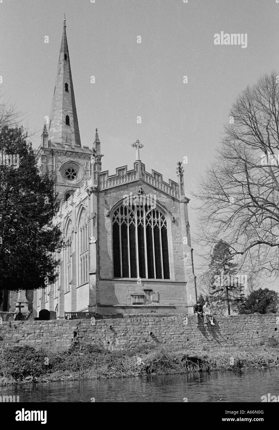Holy Trinity Parish Church, Stratford Upon Avon, UK 2004 : View from River Avon of church where William Shakespeare - Stock Image