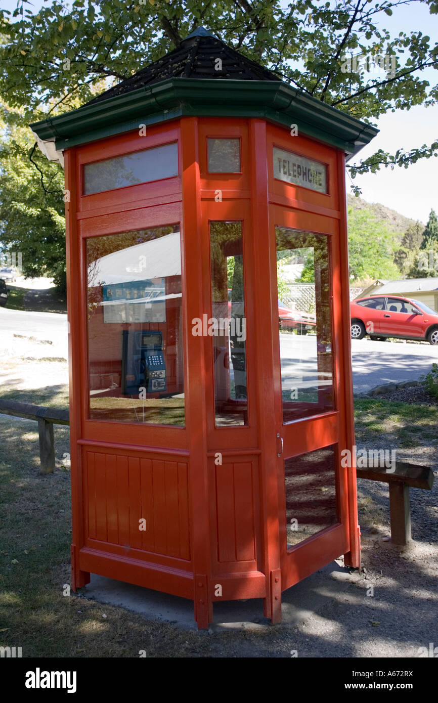 Old red telephone kiosk in historic former goldrush town of Arrowtown near Queenstown New Zealand - Stock Image