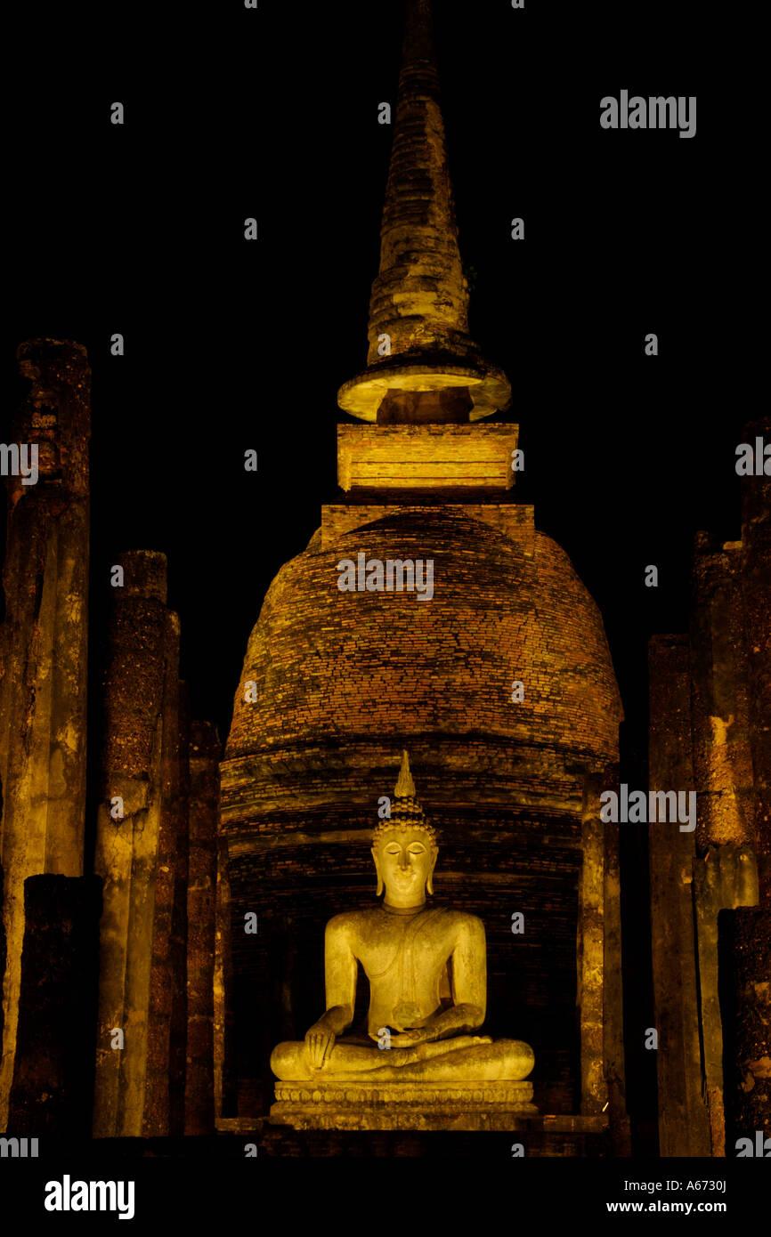 Wat Sa Si at night in Sukhothai - Stock Image
