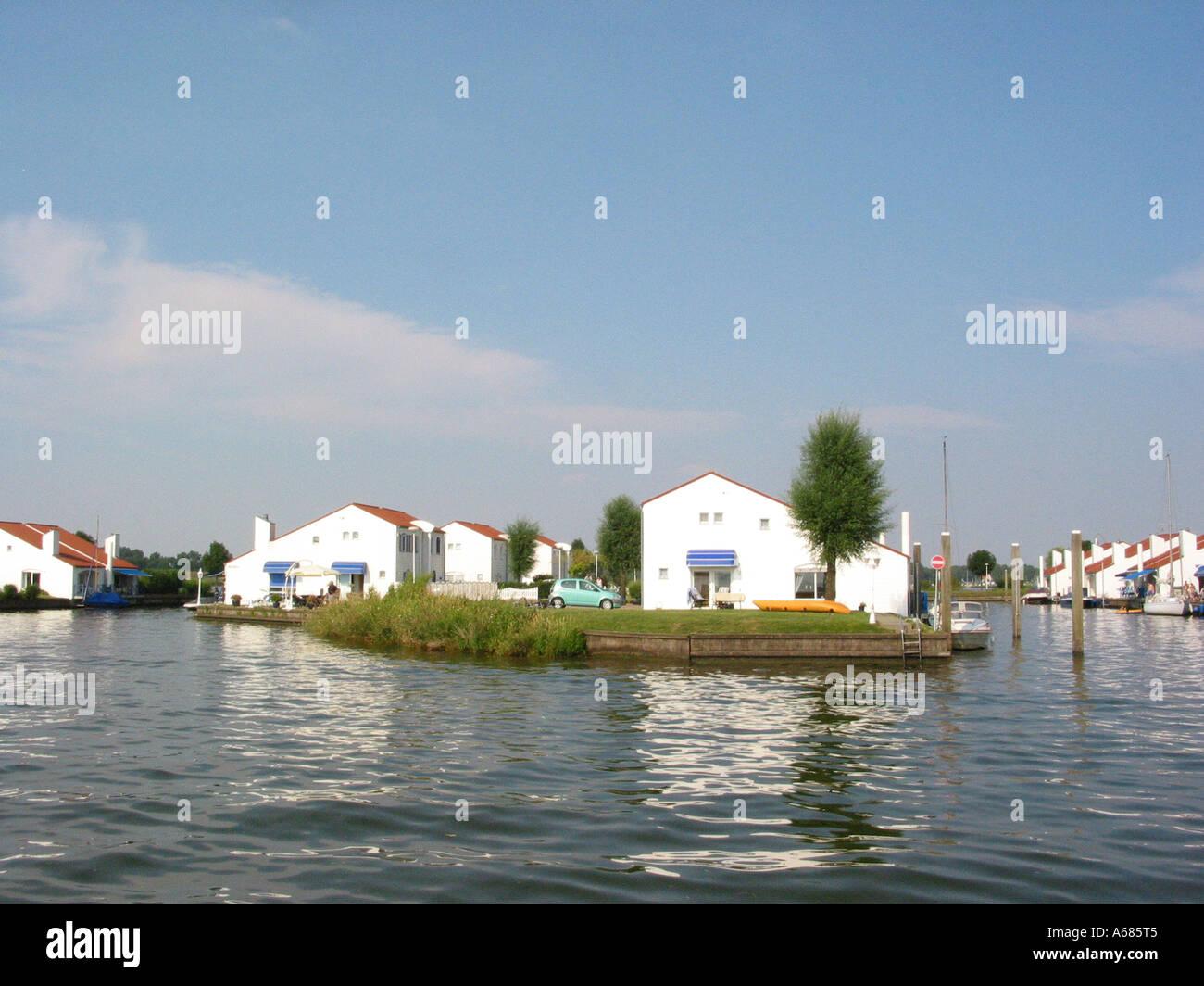 Pleasant Marina Oolderhuuske Resort With Floating Homes Built On Download Free Architecture Designs Intelgarnamadebymaigaardcom