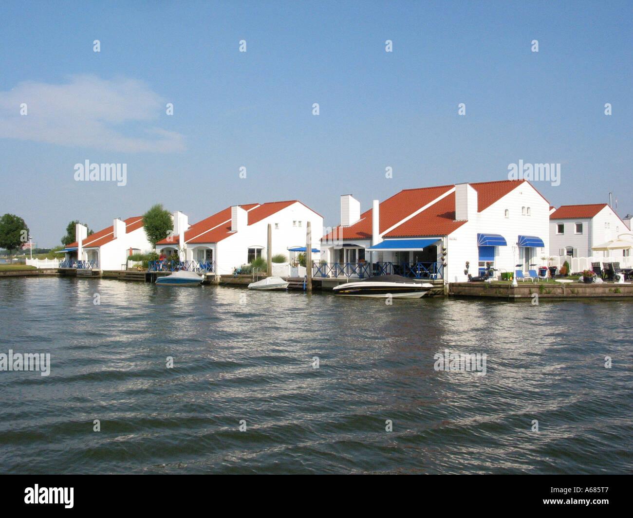 Outstanding Marina Oolderhuuske Resort With Floating Homes Built On Download Free Architecture Designs Intelgarnamadebymaigaardcom