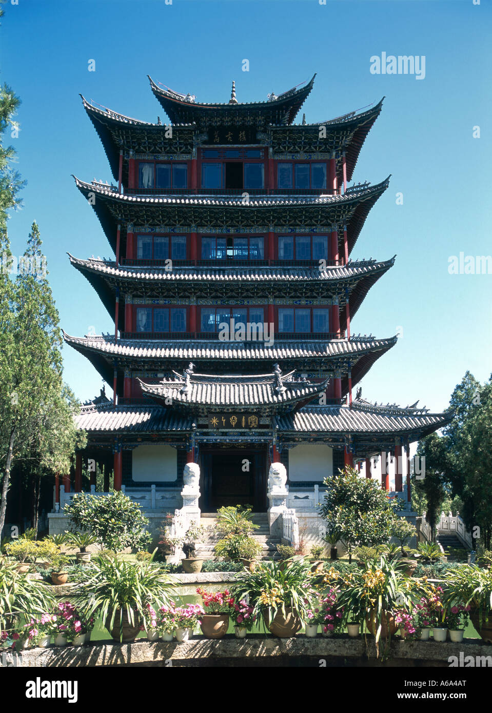 China, Lijiang, Dayan (Old Town), Wangu Lou, recently-built, four-story edifice of 33-meter pavilion with huge wooden - Stock Image