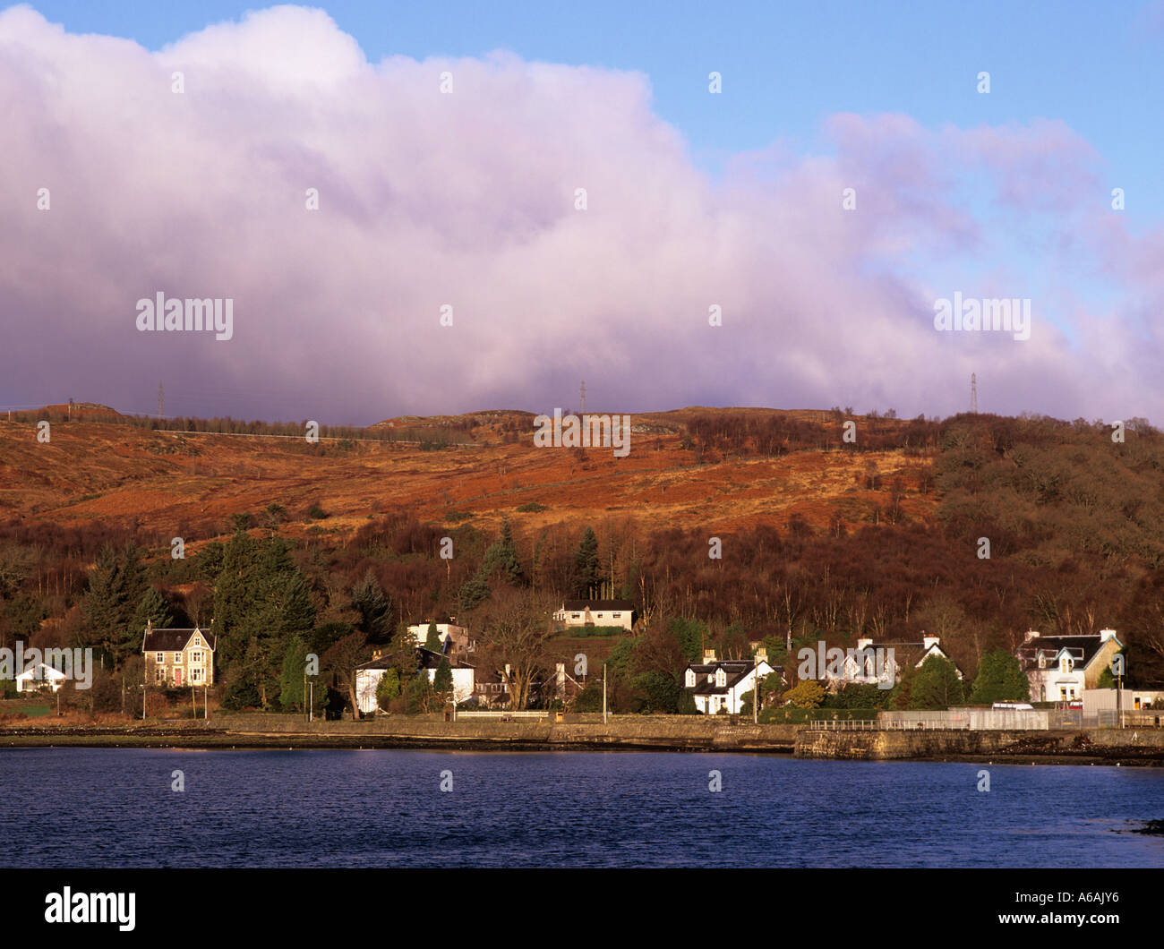 VILLAGE HOUSES on banks of tidal Gare Loch at high tide.  Garelochhead Argyll Bute Scotland UK - Stock Image