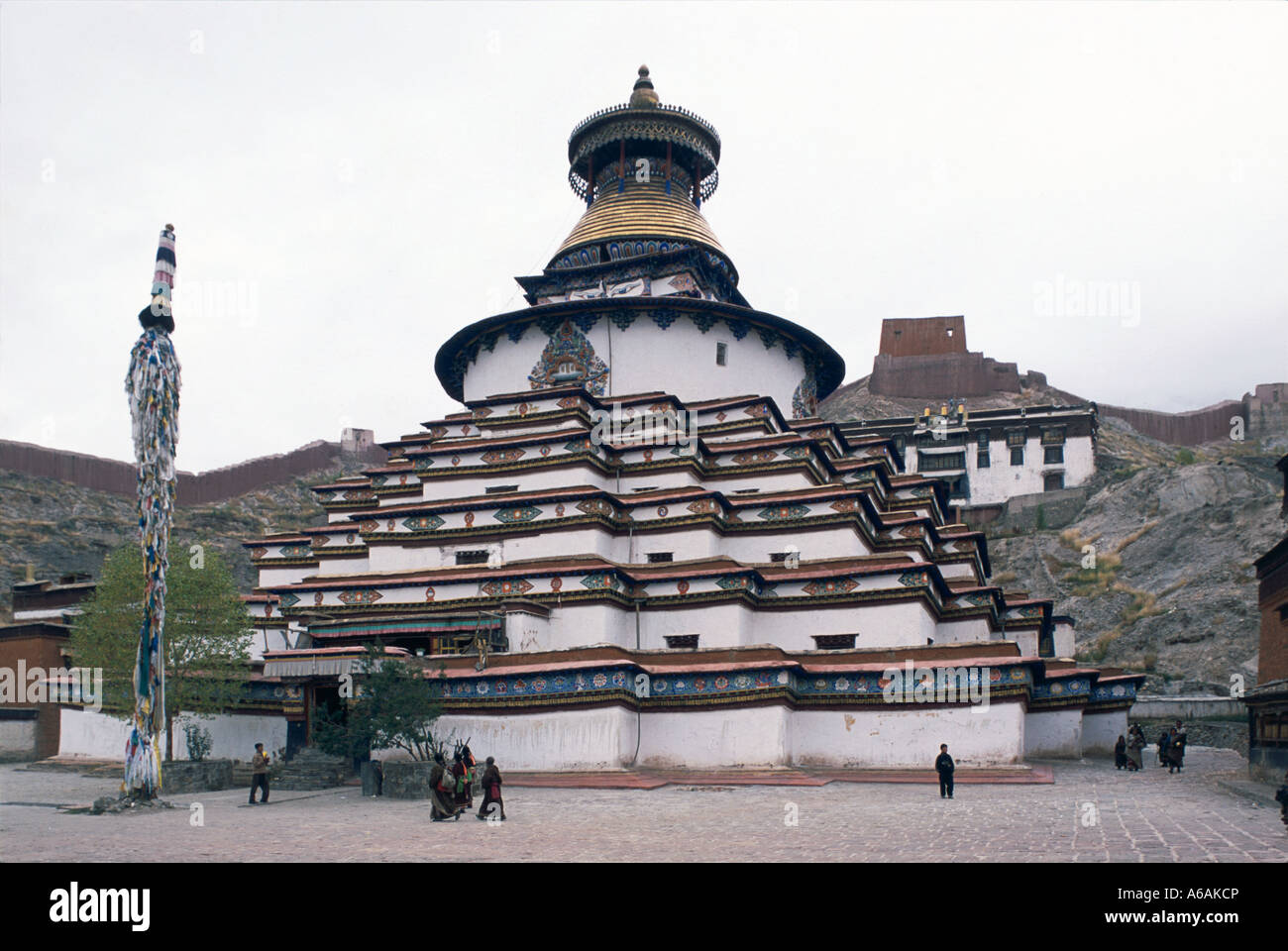 China, Tibet, Gyantse, Kumbum, exterior of three-dimensional, six-story,  honeycombed with little chapels, low angle - Stock Image