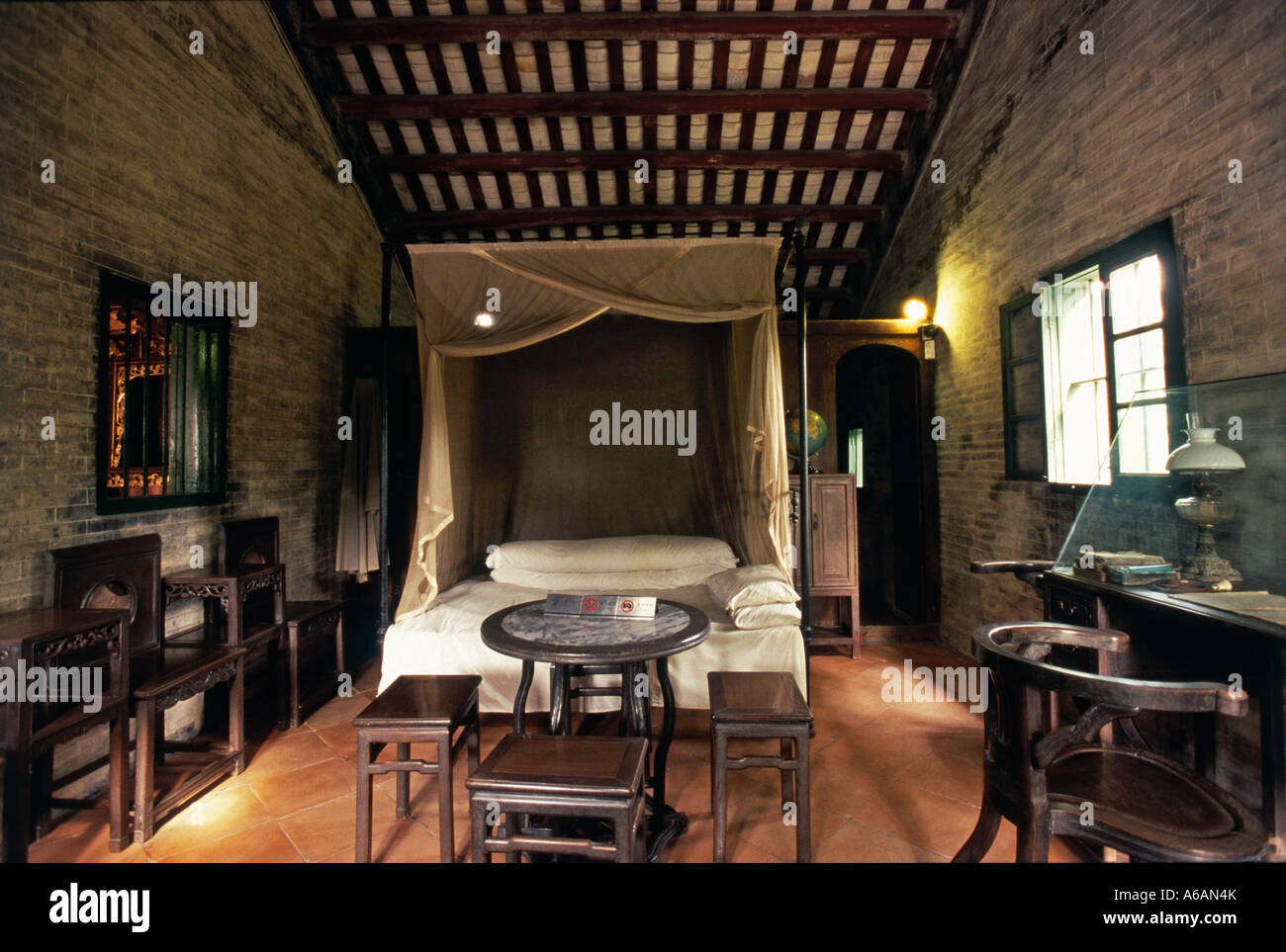 China, Guangdong, Zhongshan County, Cuiheng, Sun Yat Sen's Residence, four-poster bed in bedroom in Portuguese - Stock Image