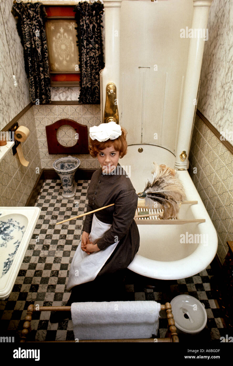 A VICTORIAN BATHROOM WITH HOUSE MAID IN PERIOD COSTUME AT YORK FOLK MUSEUM UK - Stock Image