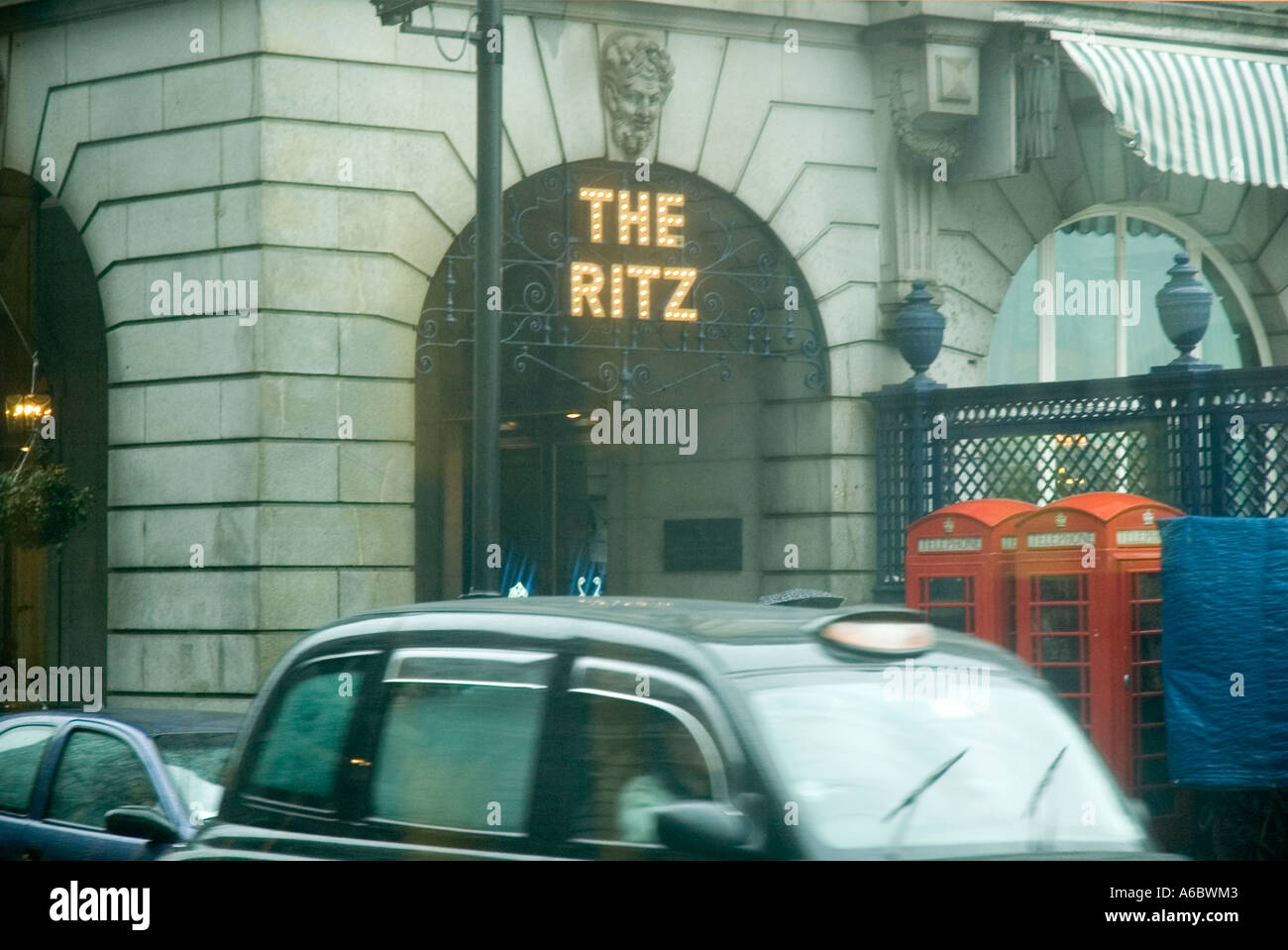 A rainy day view of the Ritz on Piccadilly in central London - Stock Image