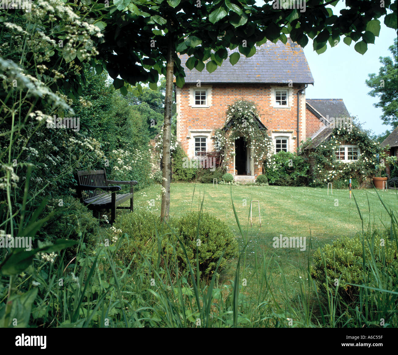 english country cottage - Stock Image