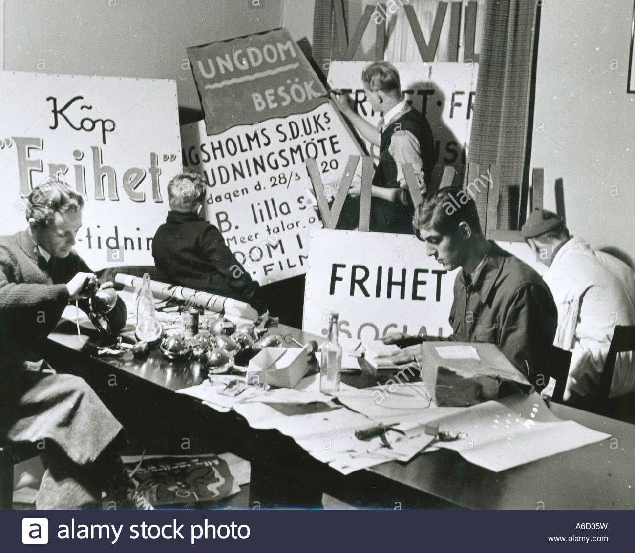 Socialists making propaganda placards in WWII Sweden - Stock Image