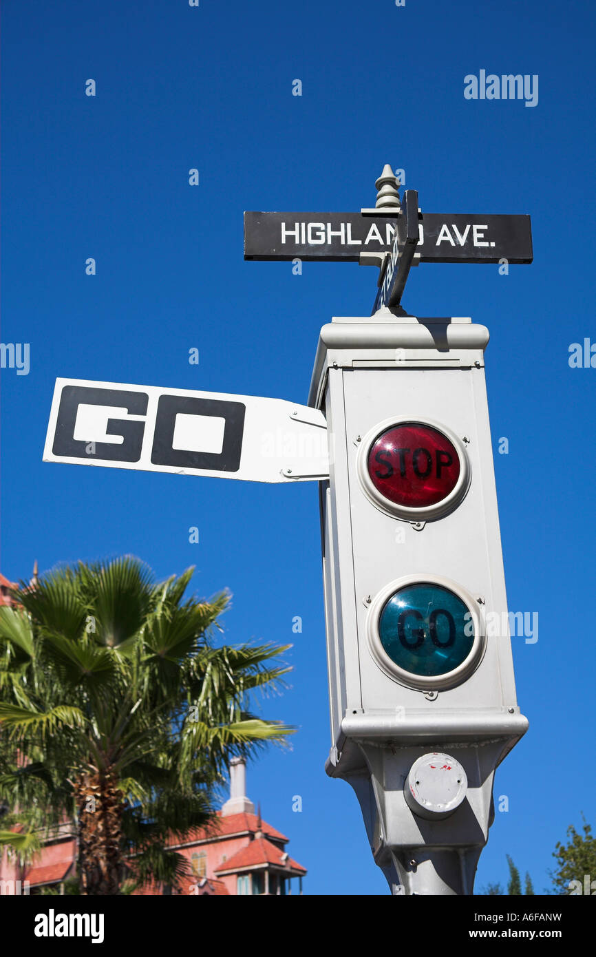 traffic-light-on-film-set-sunset-boulevard-streets-of-america-disney-A6FANW.jpg