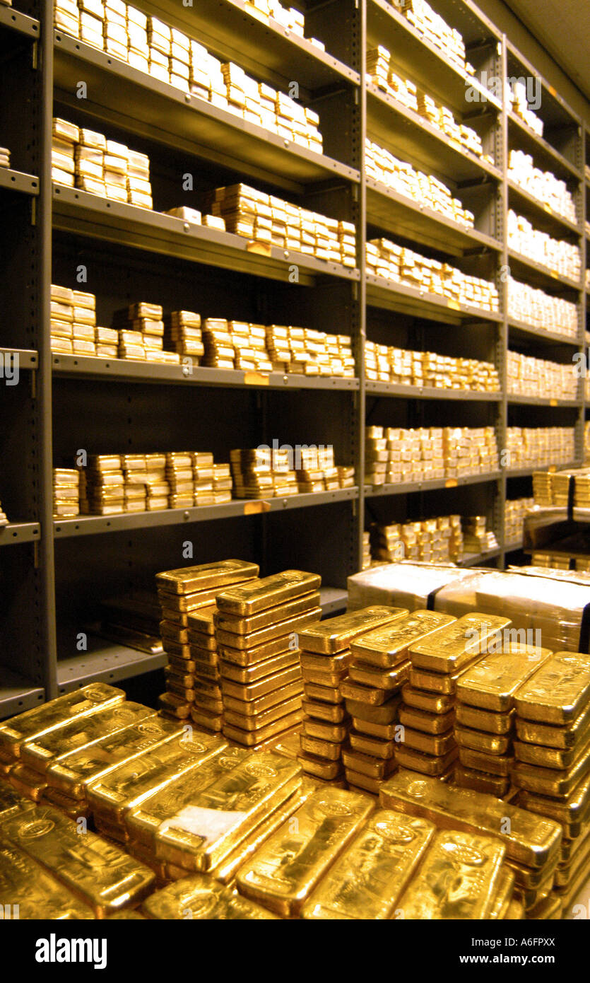 Gold bars in a bank vault NYC - Stock Image