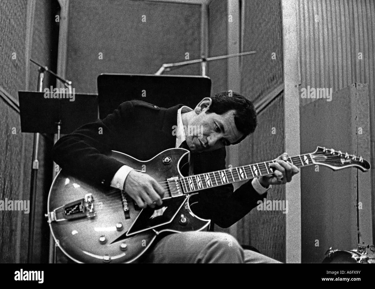 TRINI LOPEZ Mexican American musician in 1967 - Stock Image