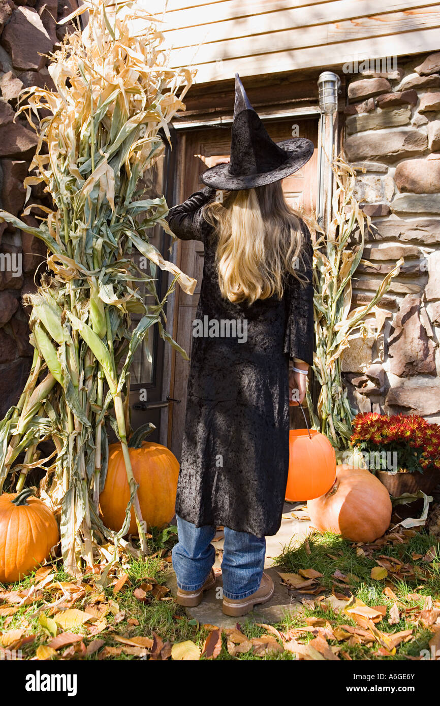 Girl trick or treating - Stock Image