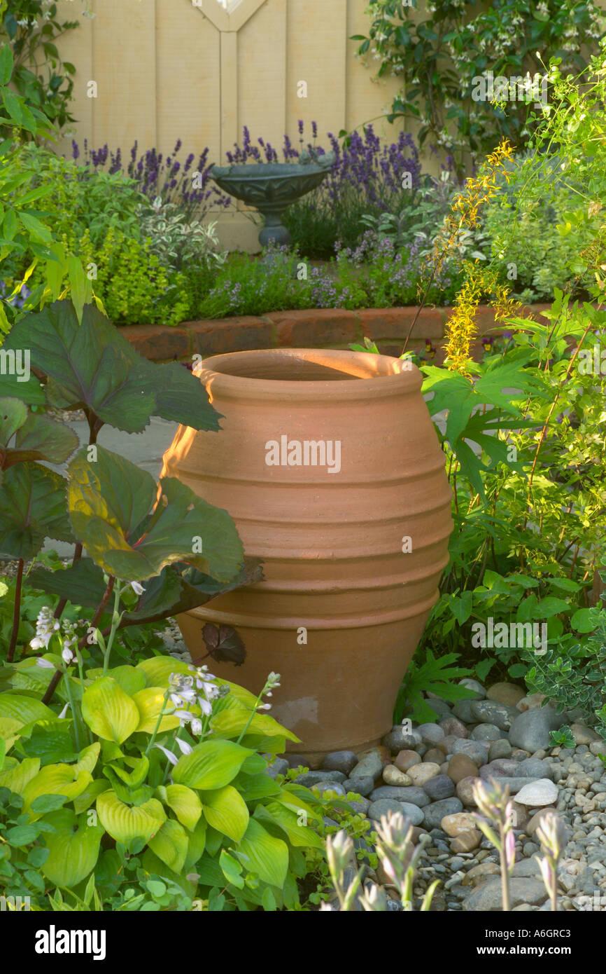 Terracotta Urn Stock Photos & Terracotta Urn Stock Images - Alamy