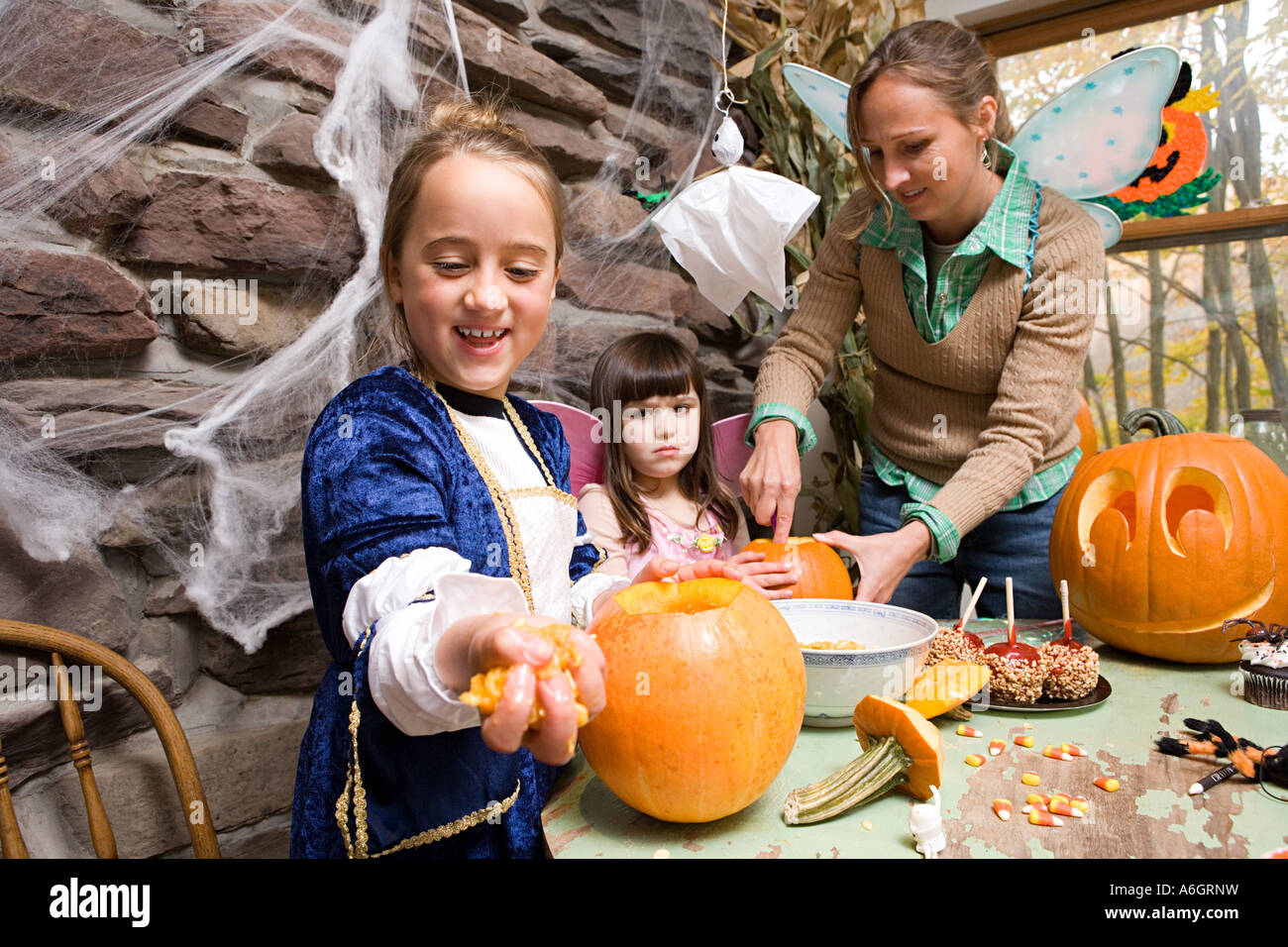 Carving pumpkins - Stock Image