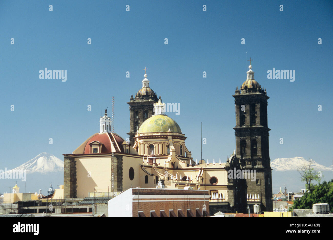 Puebla cathedral and volcanoes - Stock Image