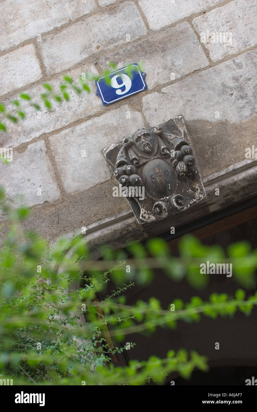Keystone dated 1550 above door Chalon Sur Saone France - Stock Image