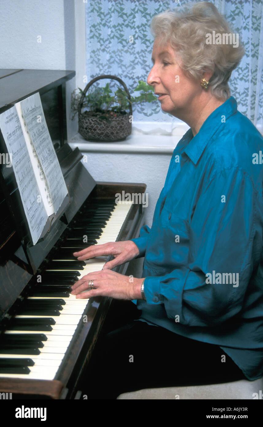 Lady Piano Stock Photos & Lady Piano Stock Images - Alamy
