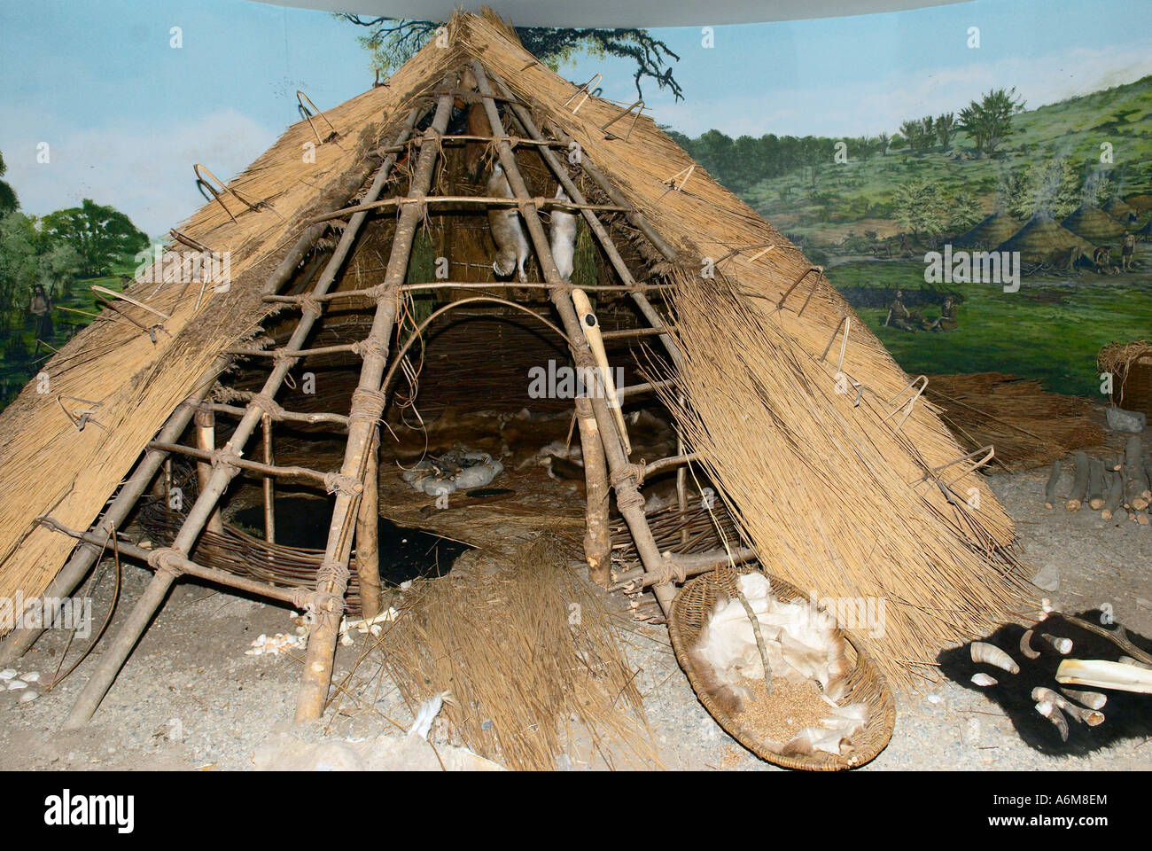 A reconstruction of a neolithic dwelling at the Newgrange Visitor Center - Stock Image