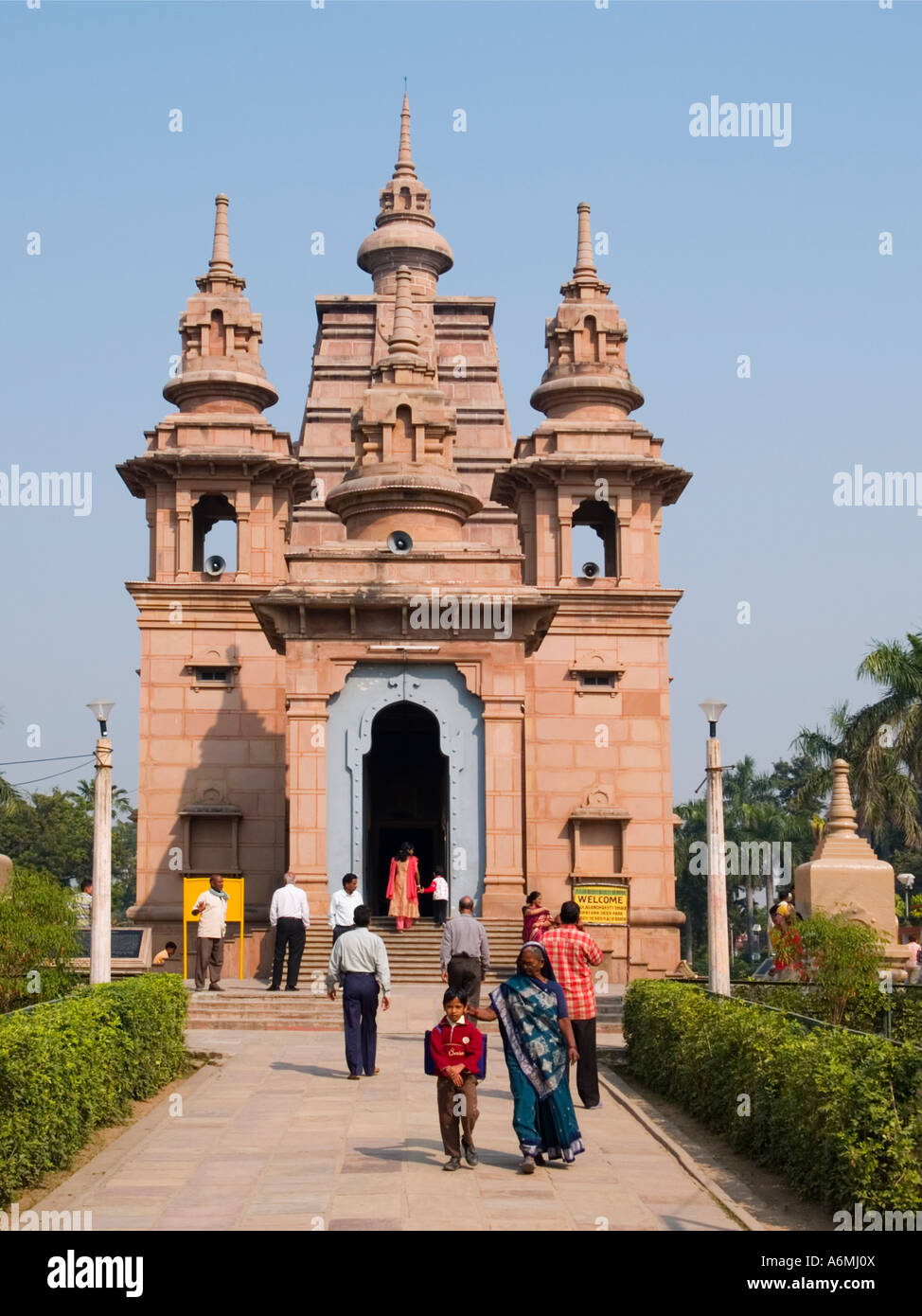 New Mulagandha Kutir Vihara Buddhist temple 'Isipatana Deer Park' where Buddha delivered first sermon Sarnath - Stock Image