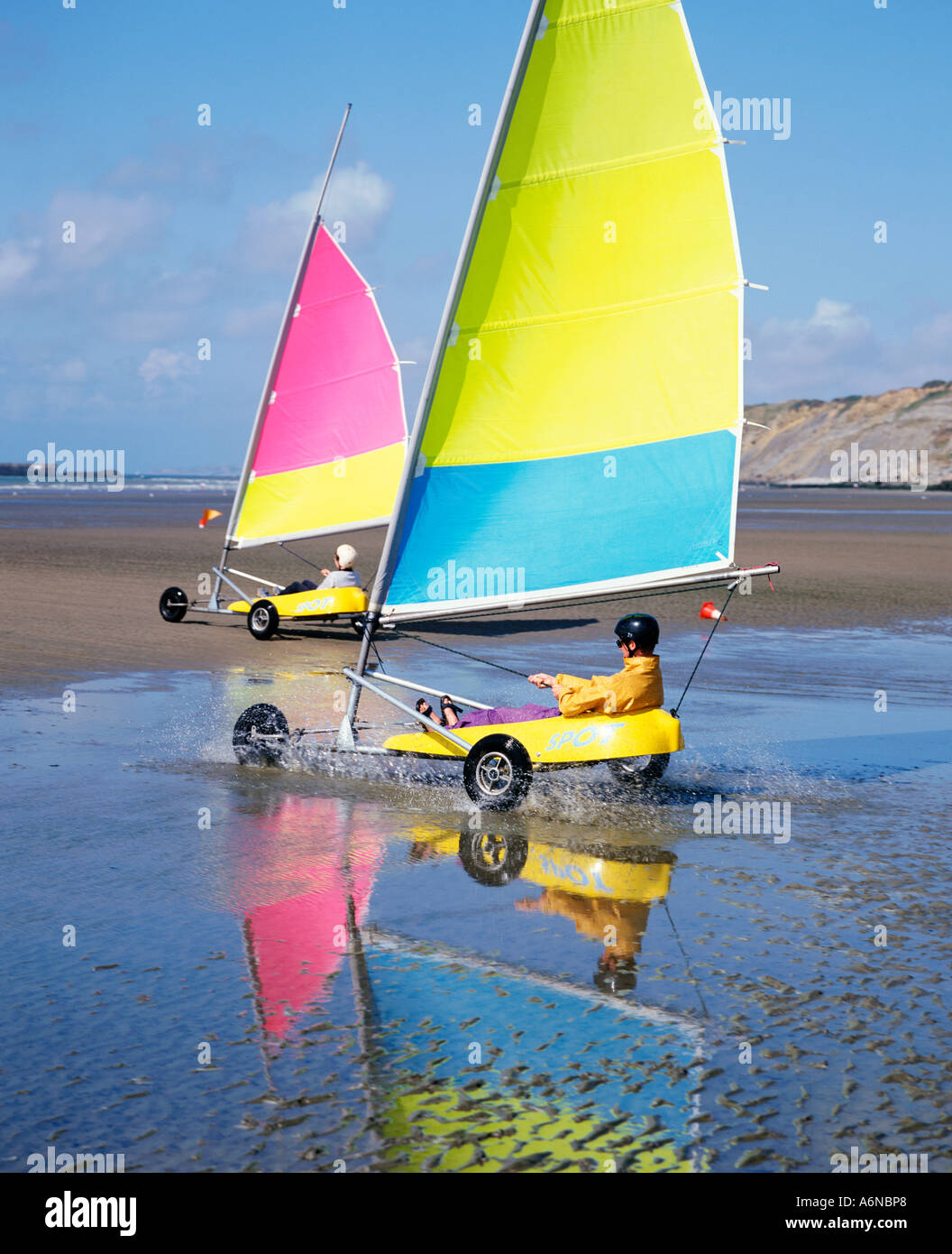 FRANCE NORD PAS DE CALAIS BOULOGNE SAND YACHTING AT THE PLAGE - Stock Image