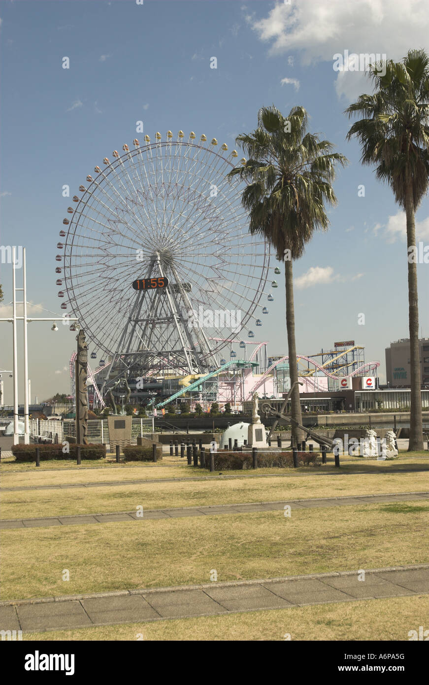Ferris Wheel harbour Yokohama Japan - Stock Image