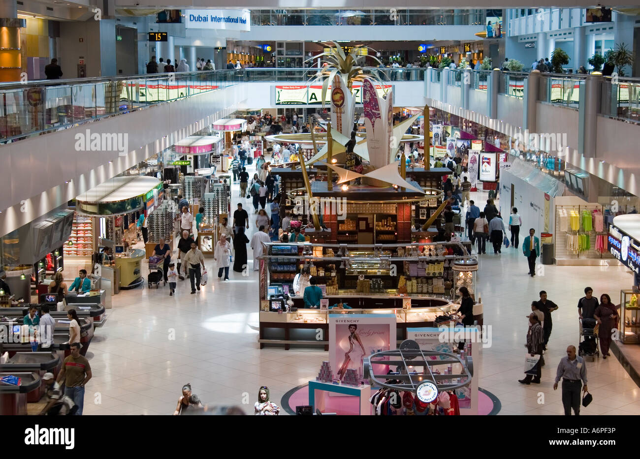 Retail outlets Dubai International Airport - Stock Image