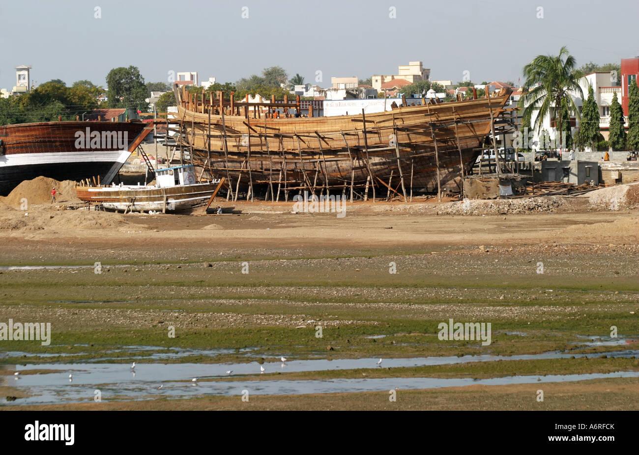 Dhow building at Mandavi Port in Gujarat India Stock Photo