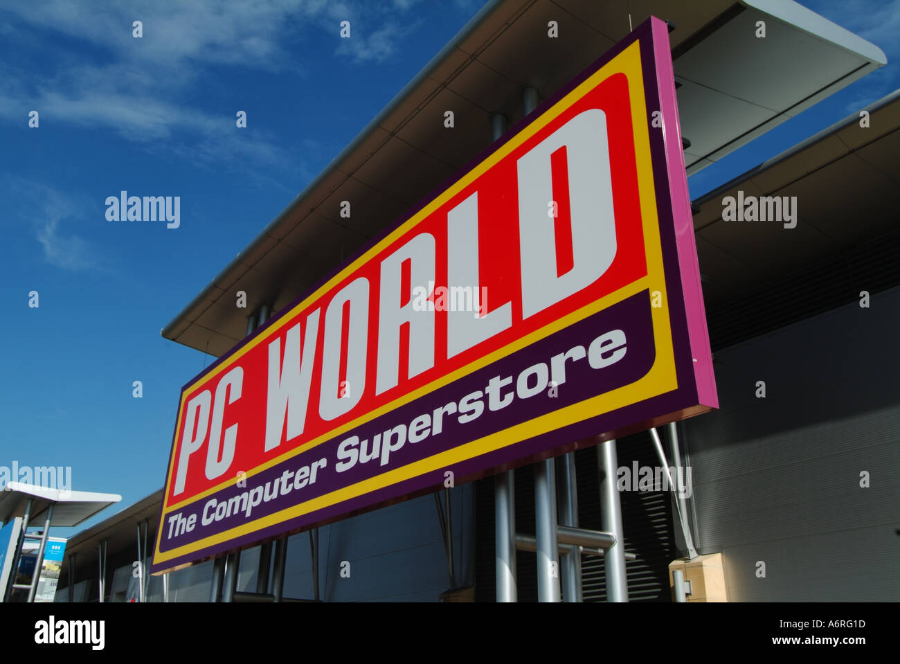 PC World in Lakeside Retail Park. Welcome to the contact page for PC World Lakeside Retail Park. Please see below for opening and closing times, telephone number and a local map.