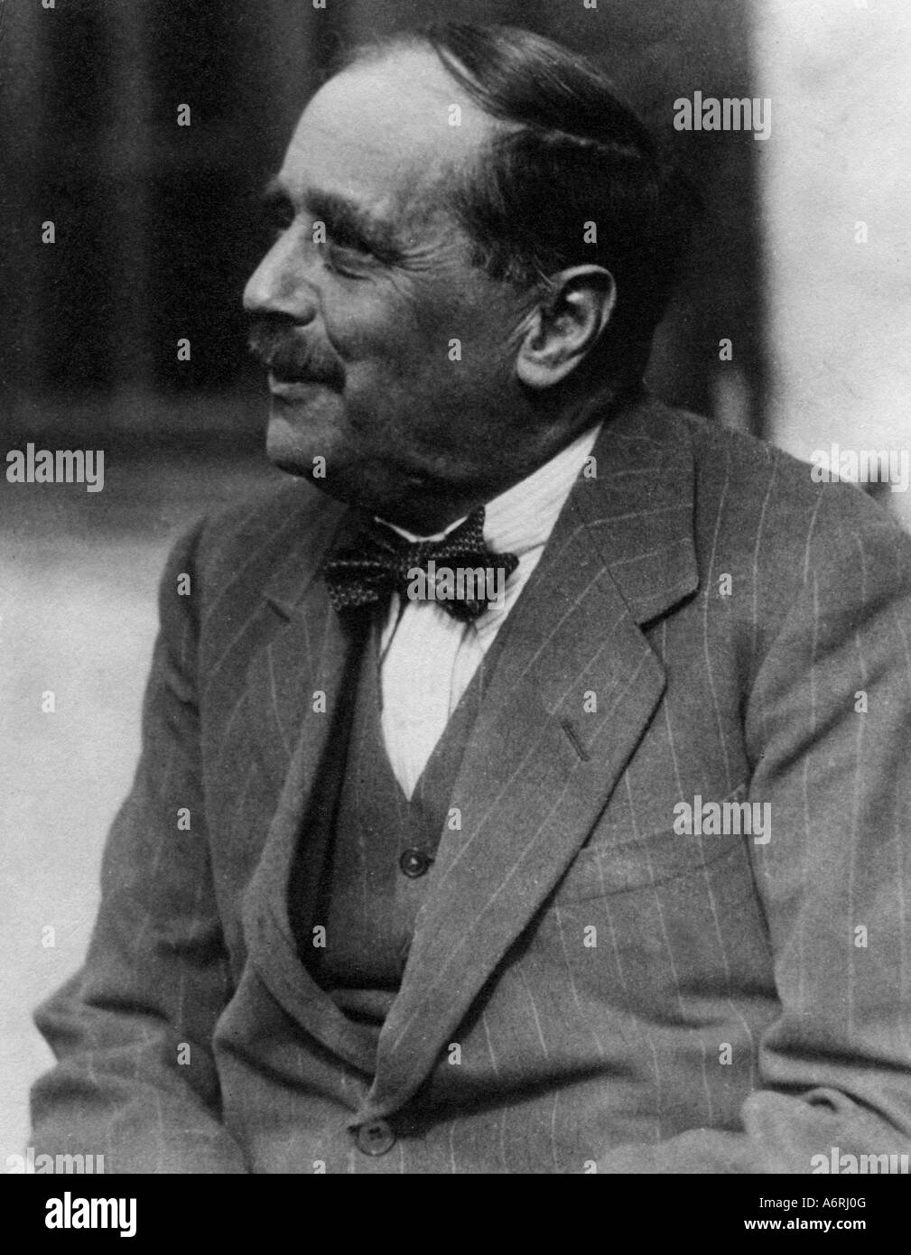 Wells, Herbert George, 21.9.1866 - 13.8.1946, British author / writer, portrait, 20th century, bow tie, pin striped Stock Photo