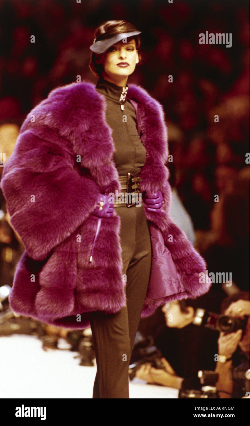 Evangelista, Linda, * 10.5.1965, Canadian model, full length, at fashion show from Montana, fall-winter collection - Stock Image