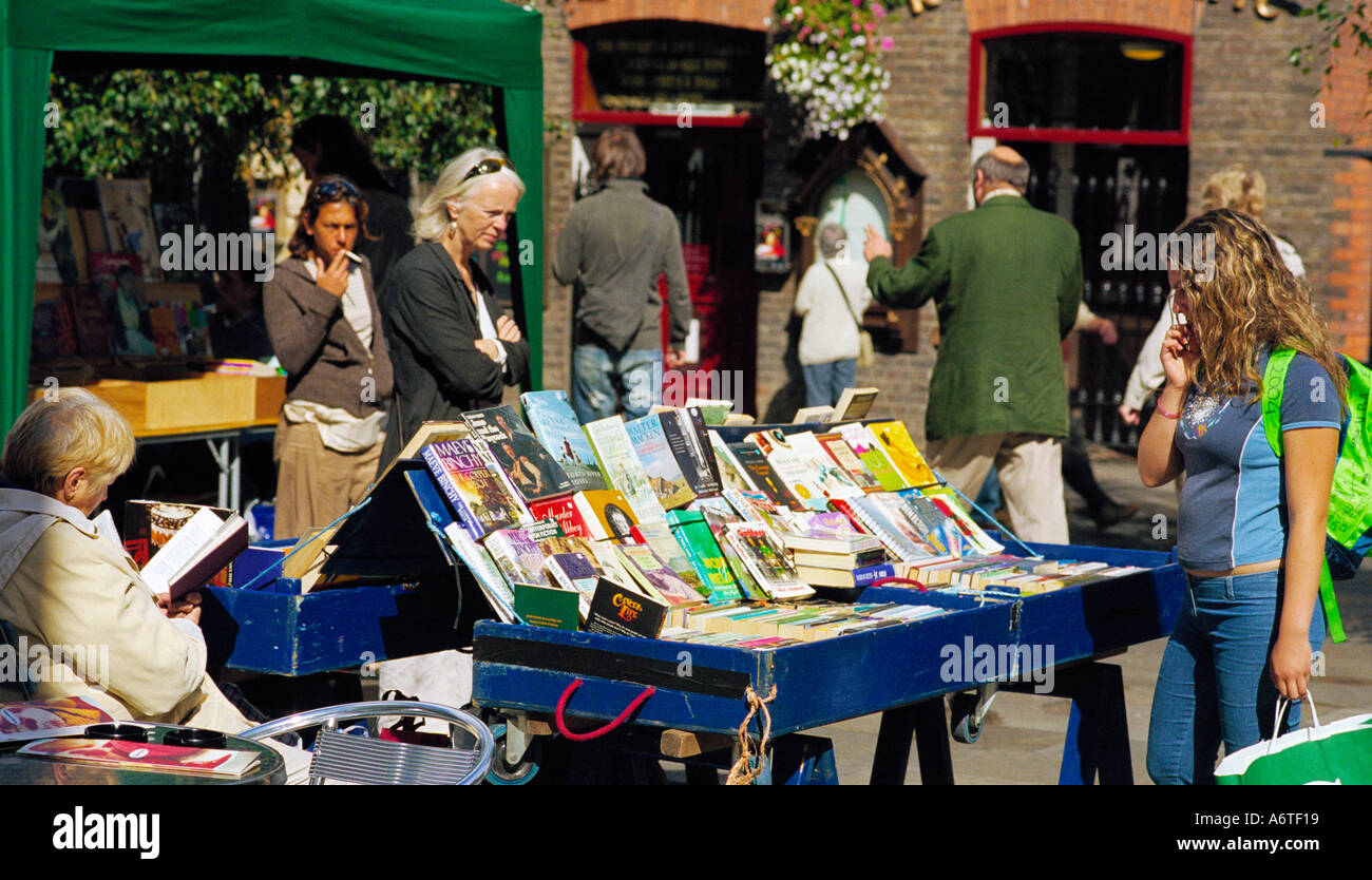 An open air secondhand book stall in the heart of Temple Bar, Dublin, Ireland - Stock Image