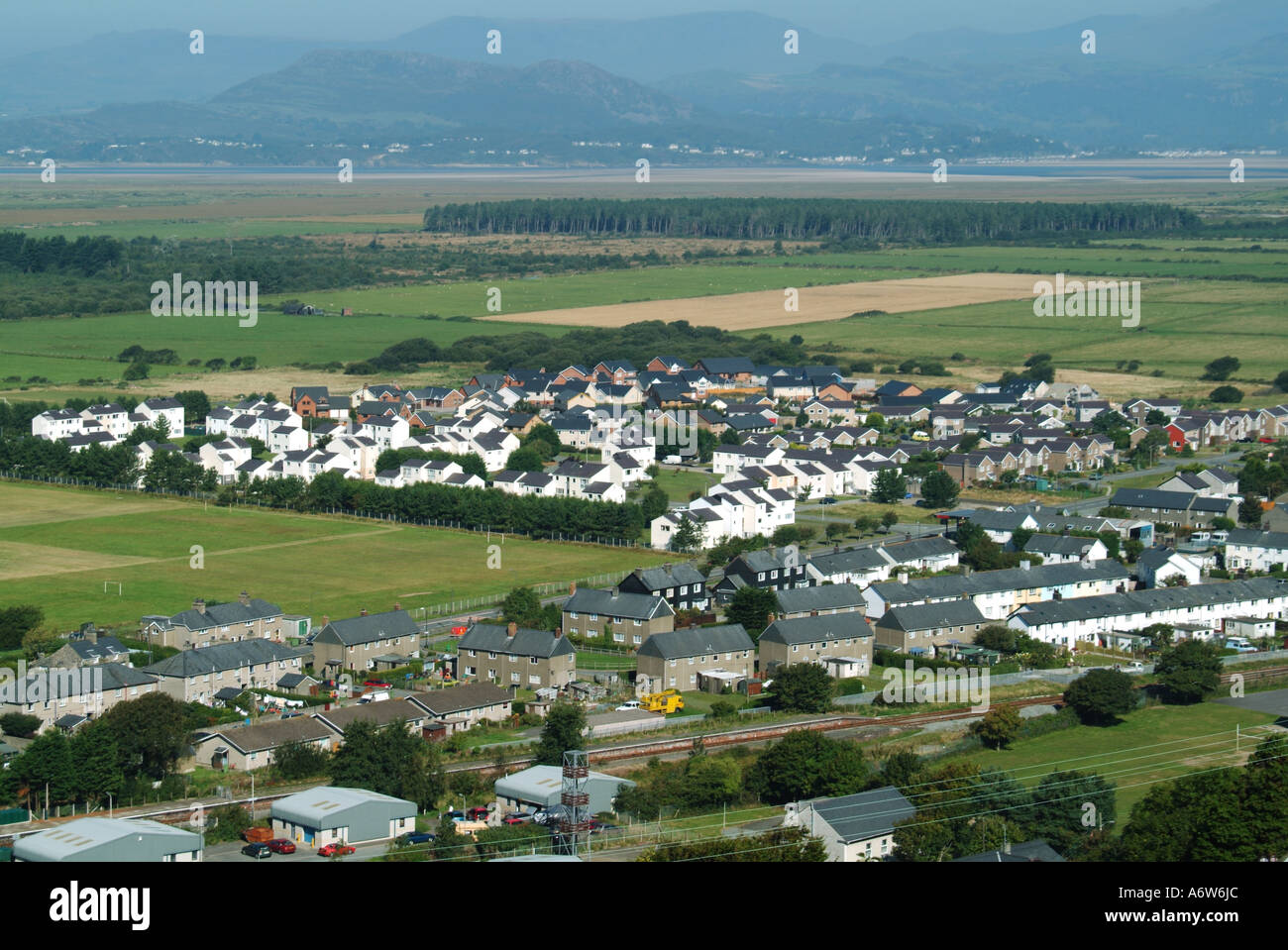 Harlech residential area with mountains beyond seen from castle - Stock Image