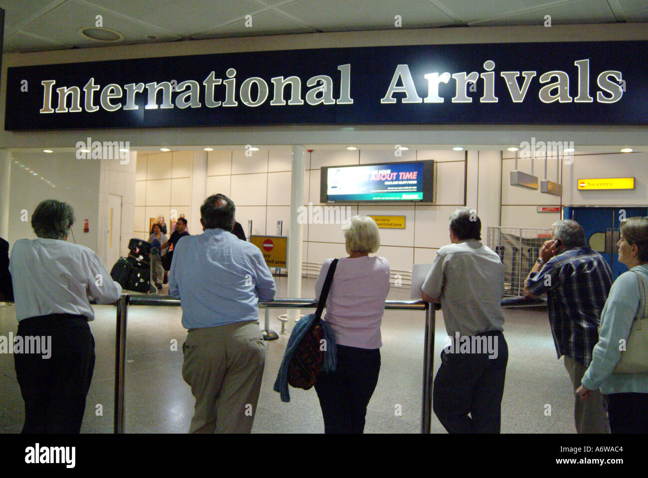Gatwick Arrivals Stock Photos Gatwick Arrivals Stock Images Alamy