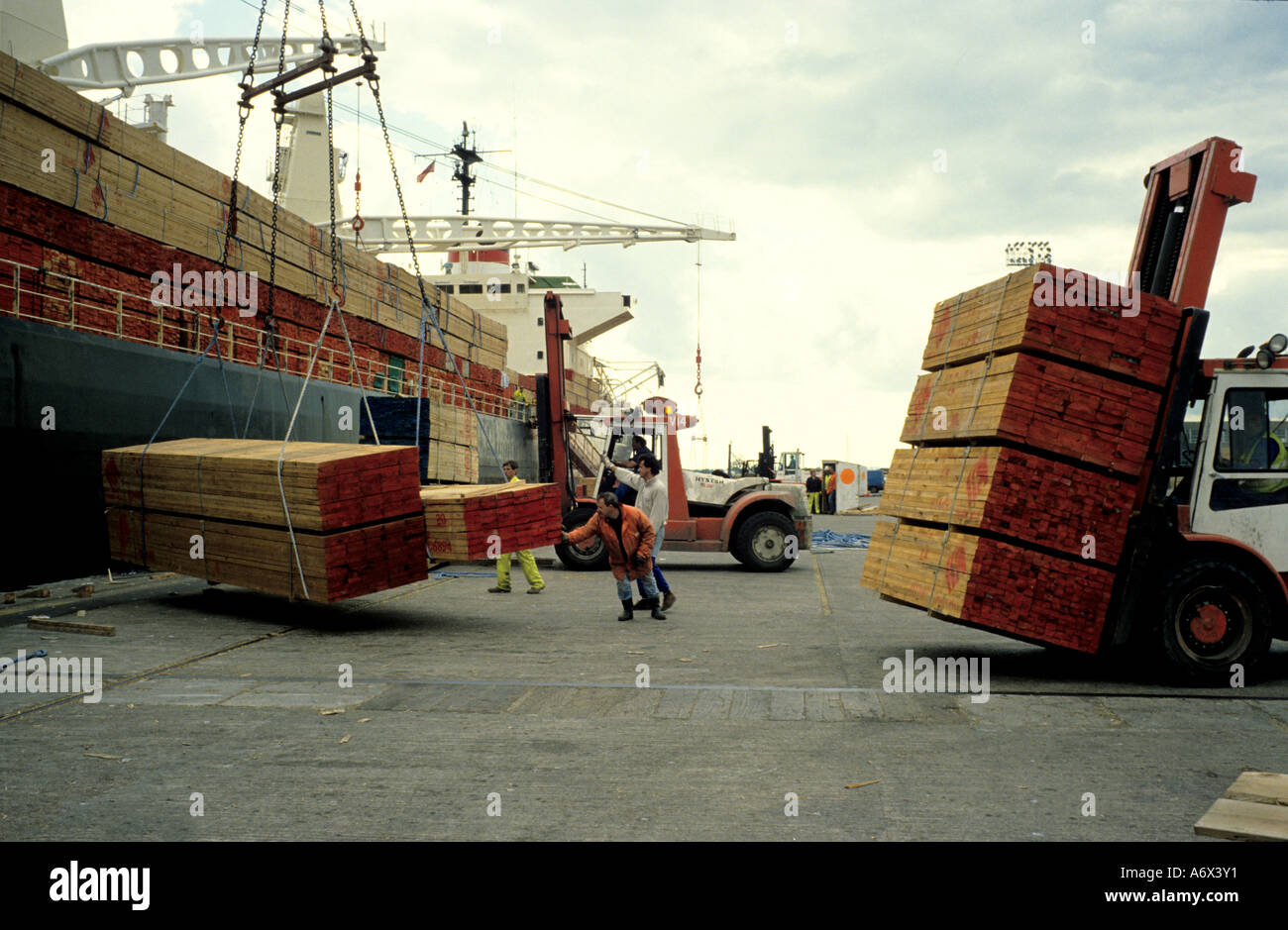 Hardwood imports are un-loaded at Newport docks in South Wales - Stock Image