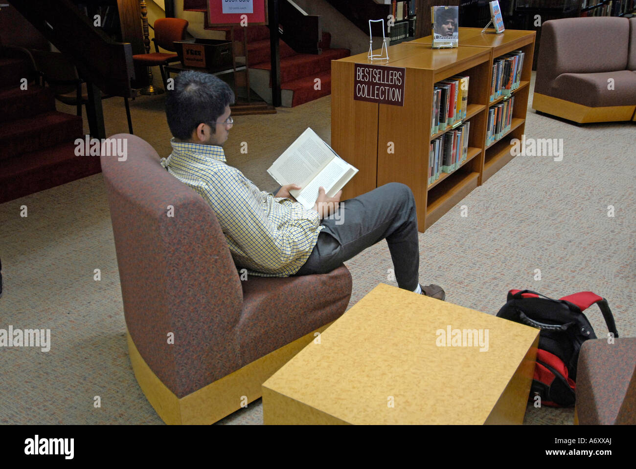 Students Studying at Thad Buckner Building - Stock Image