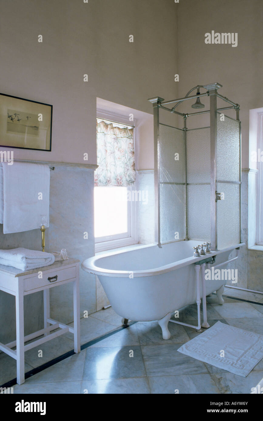 One Of The Original Bathrooms From The 1930s And 1940s With Stock Photo Alamy