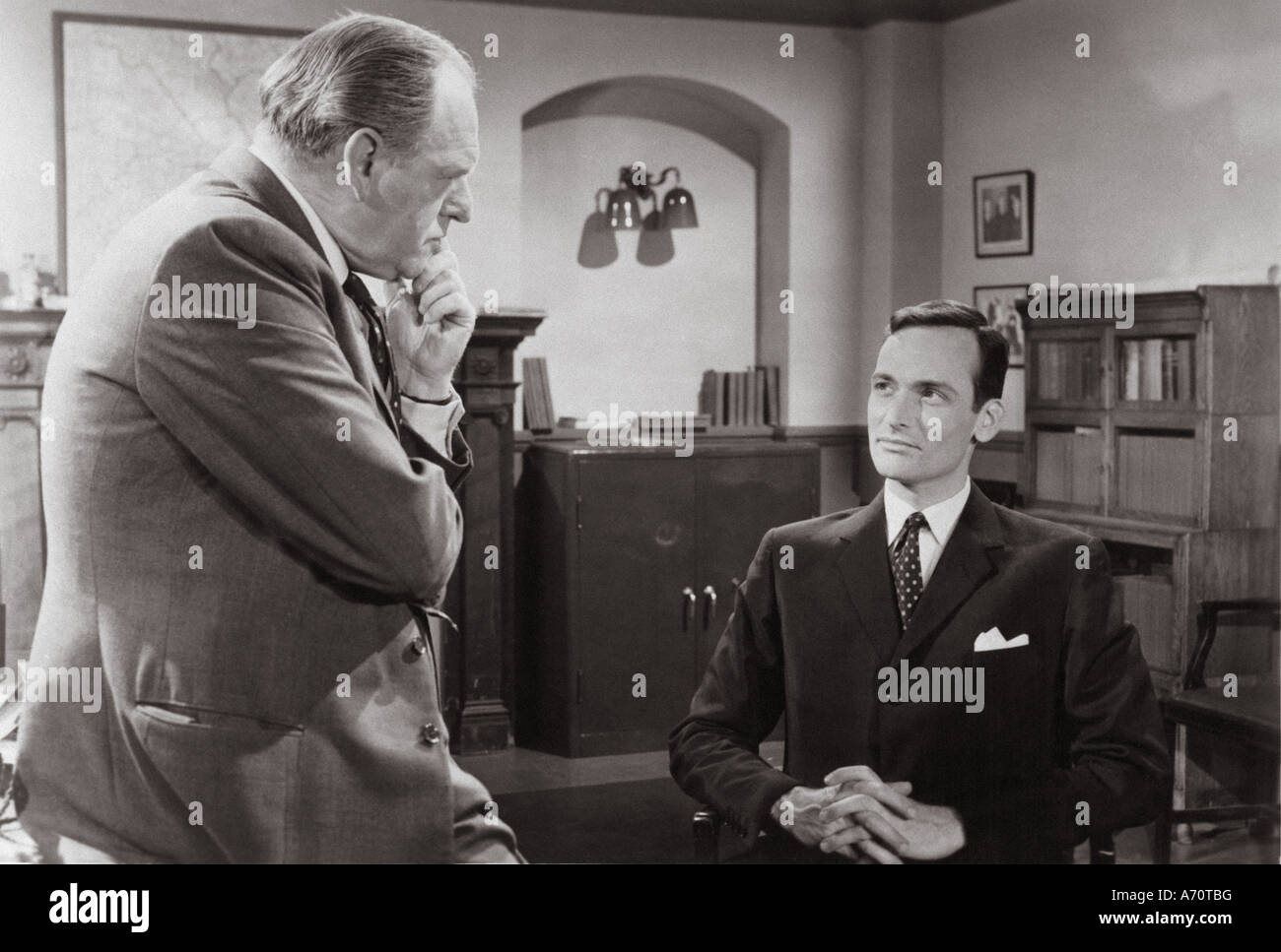EDGAR WALLACE MYSTERY THEATRE: CLUE OF THE TWISTED CAN UK TV series 1960 to 1962 with  Bernard Lee at left and David - Stock Image
