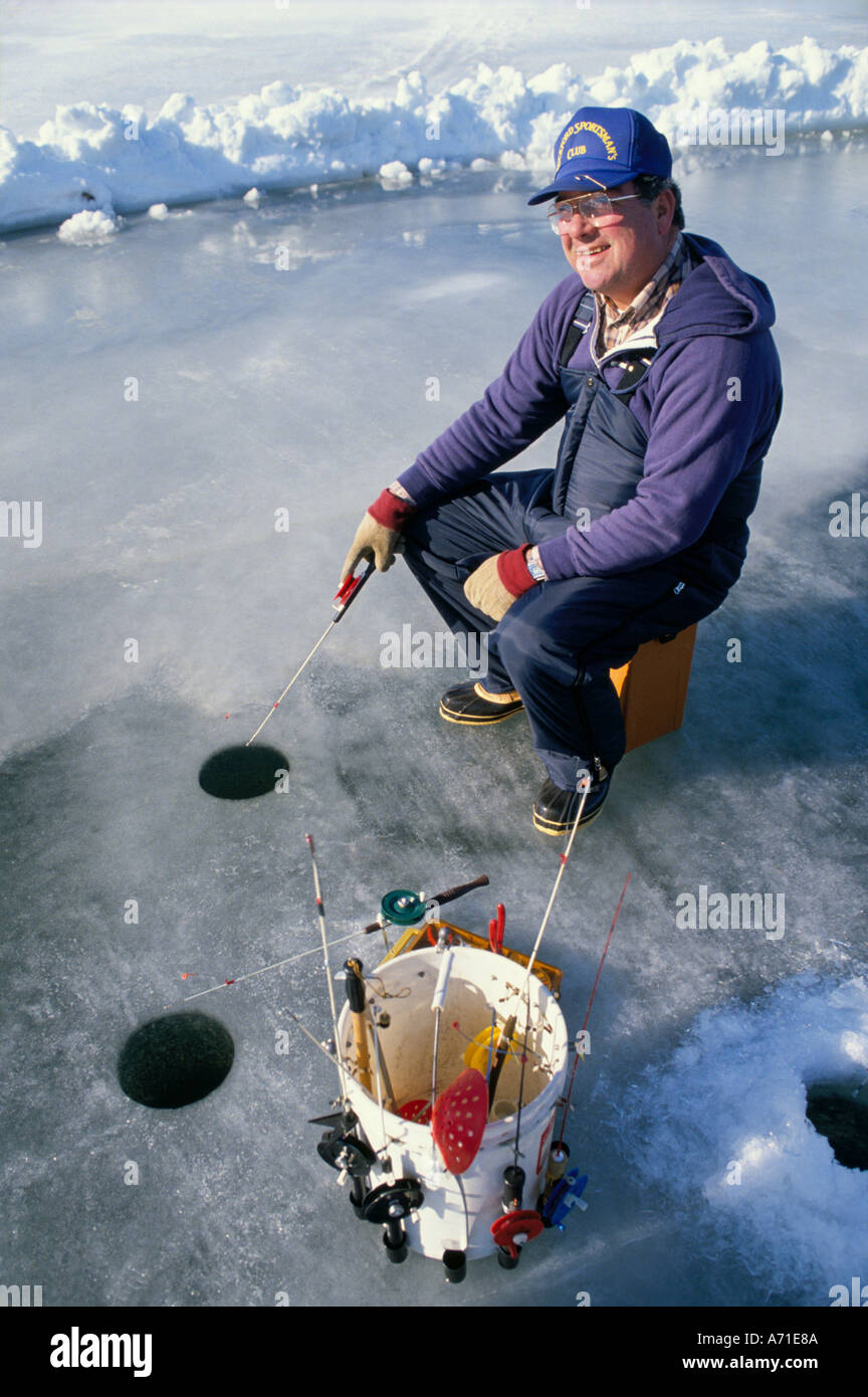 Rock men ice fishing webcam