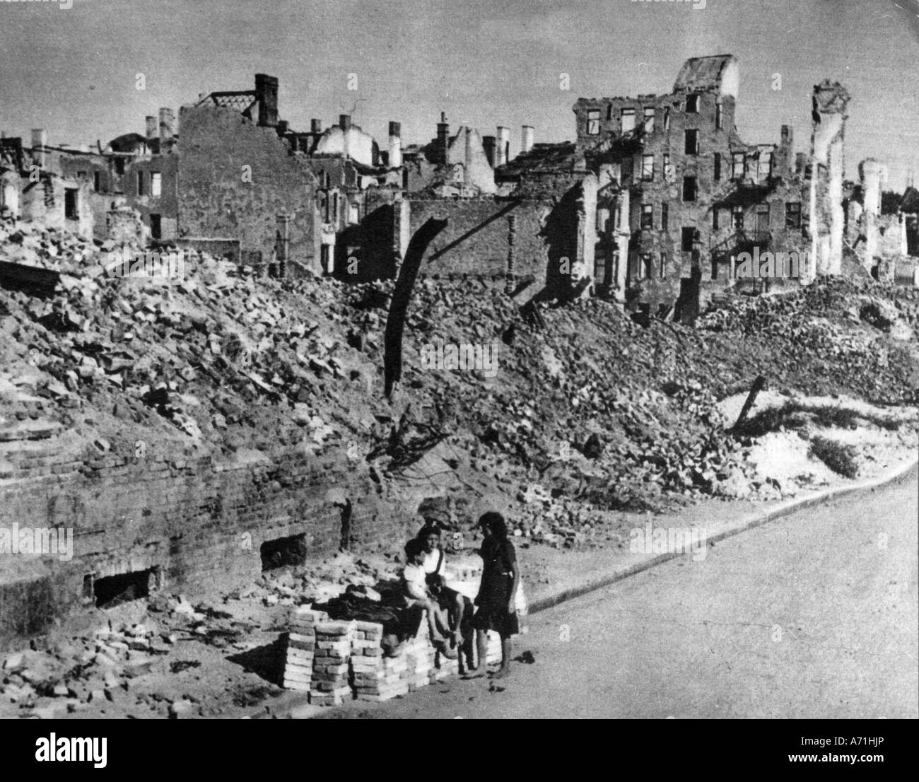 events, post war era, destroyed cities, Munich, Hess Street, 1945, Additional-Rights-Clearances-NA - Stock Image
