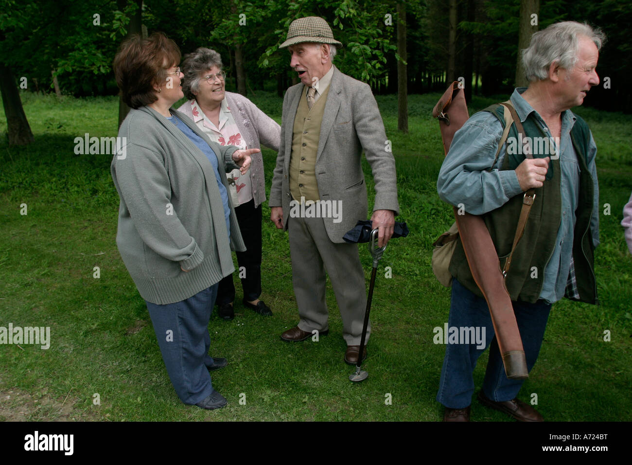 George (centre)  90, now retired from beating on pheasant shoots talks with friends after a clay pigeon shoot at - Stock Image