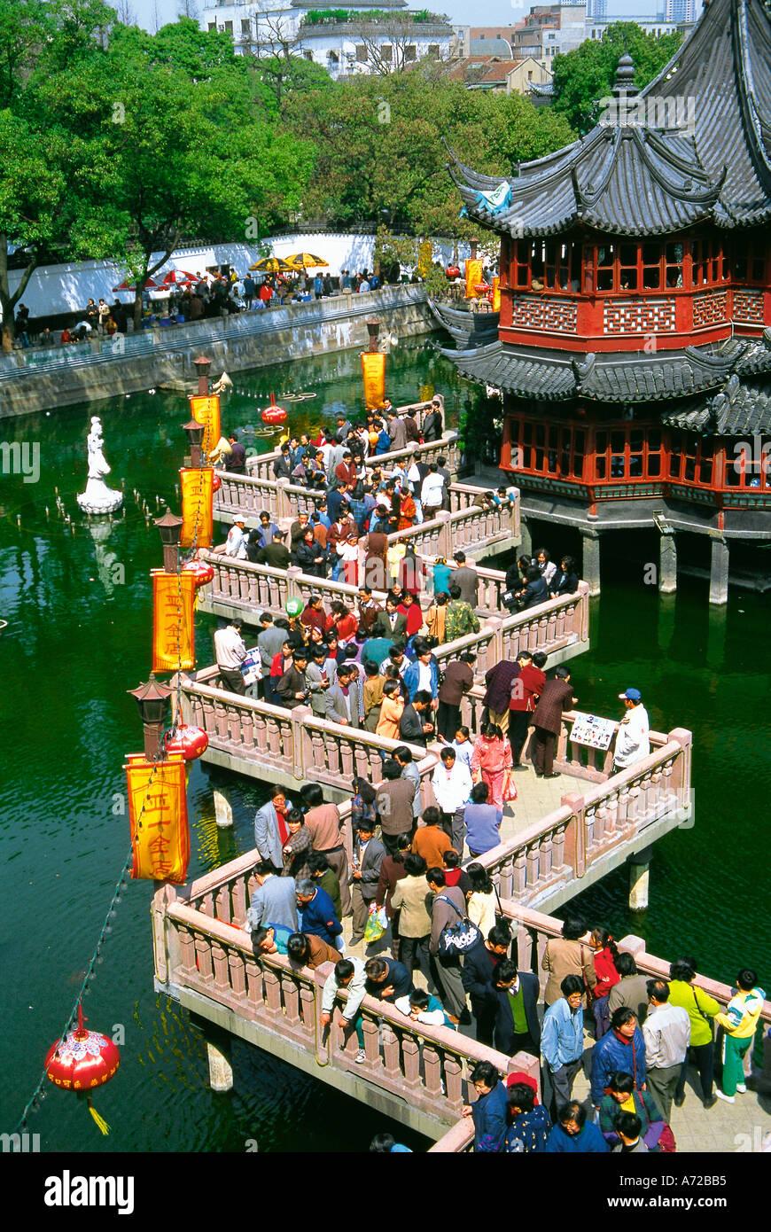 Zig Zag Bridge of Nine Turnings and Huxington Tea House in Yu Garden Yu Yuan Old Town Nanshi Shanghai China - Stock Image