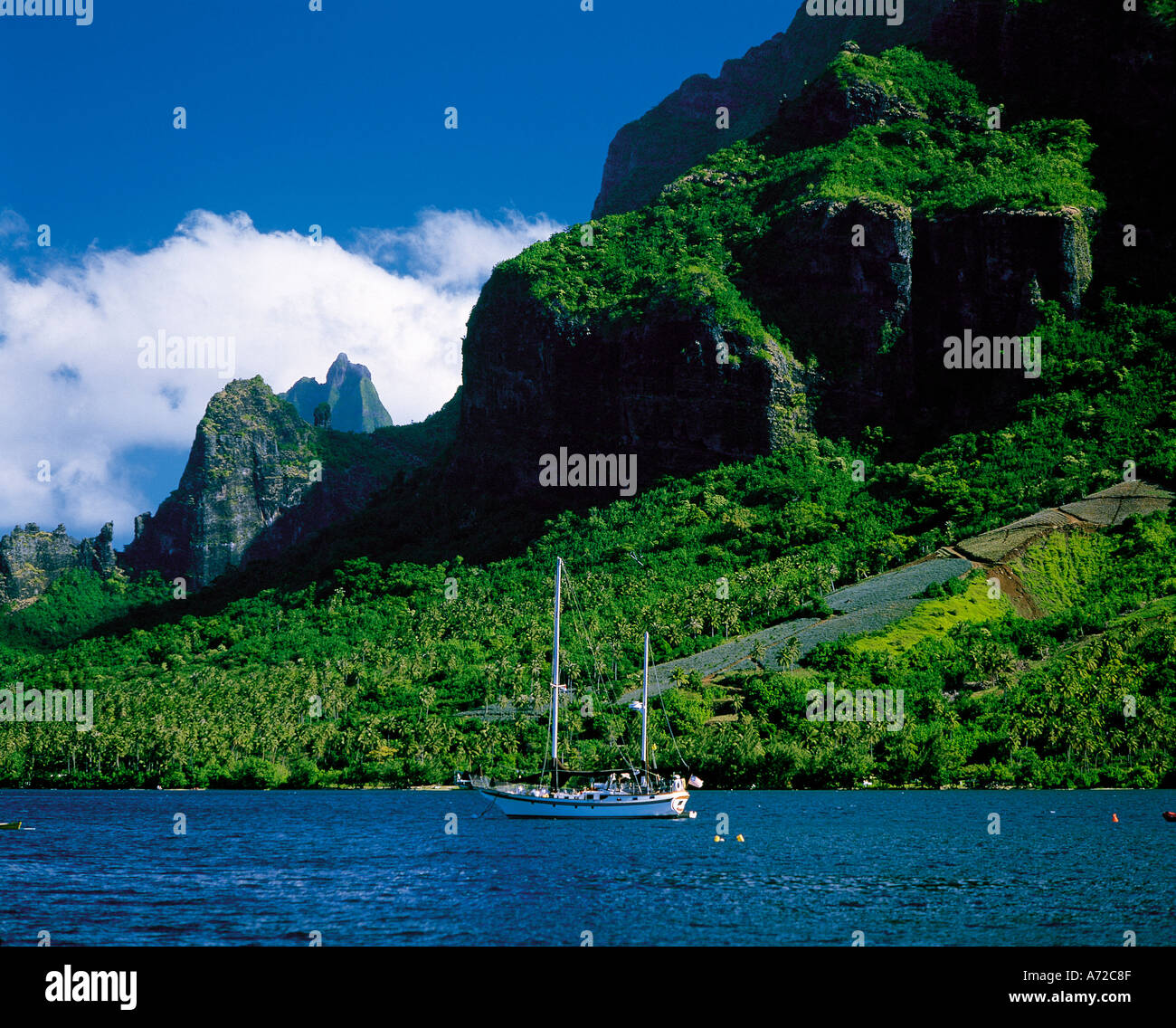 Mountains at Cooks Bay Moorea Tahiti Society Islands French Polynesia South Pacific - Stock Image