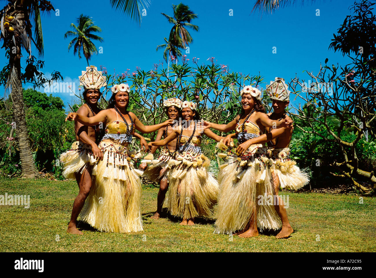 Ethnic Polynesian Dancing at Aitutaki Cook Island South Pacific - Stock Image