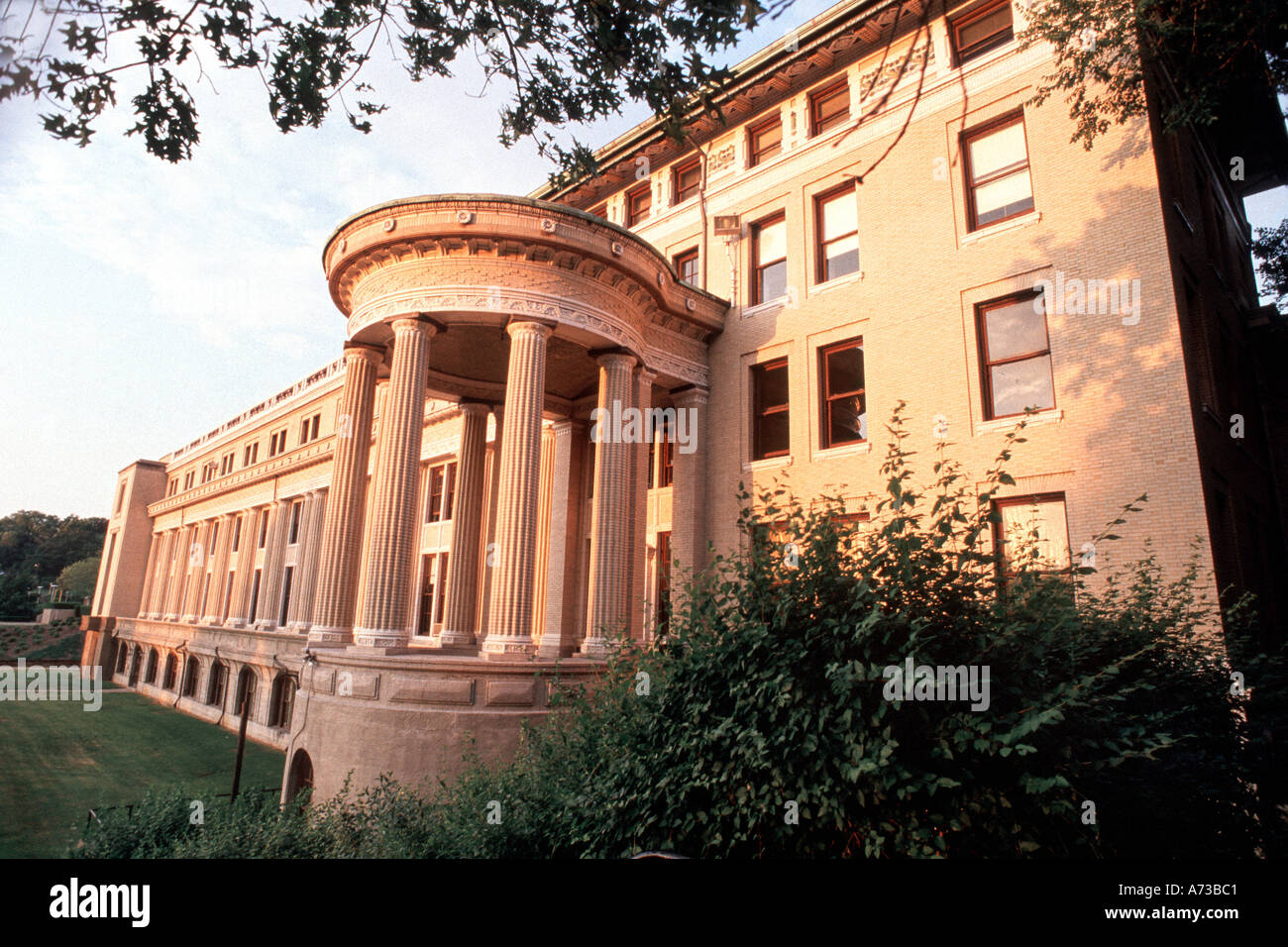 """Education, PITTSBURGH PA USA """"Carnegie Mellon University"""" """"M.M.C Building"""" with Columns in Front Stock Photo"""