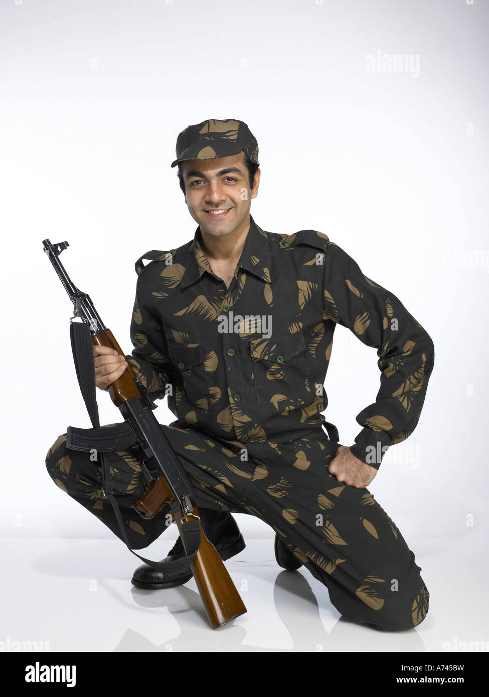 VDA 201714 Indian Army Soldier Sitting On Knee Holding AK 47 Gun MR 702A