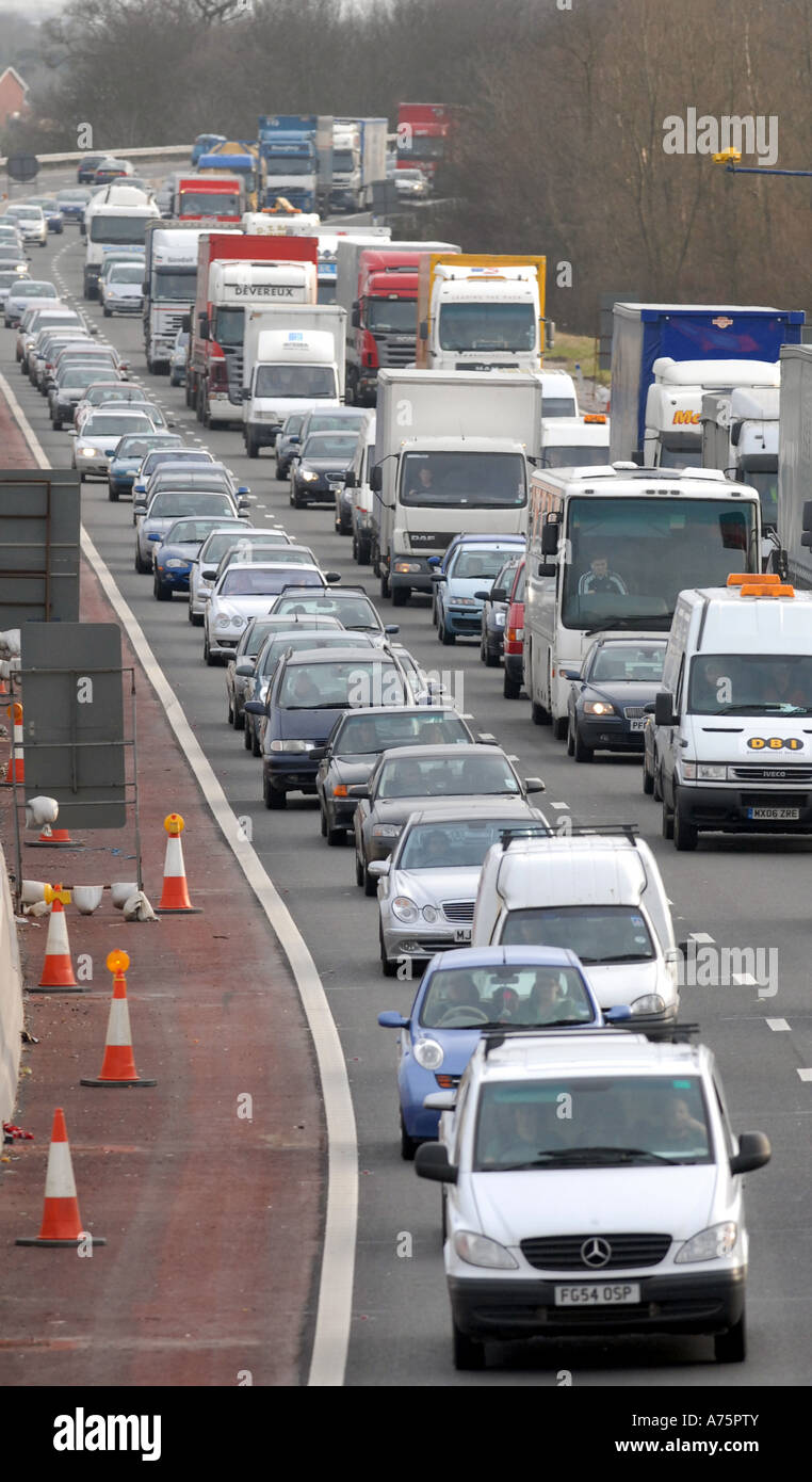 HEAVY TRAFFIC ON THE M6 MOTORWAY IN THE MIDLANDS,ENGLAND UK - Stock Image
